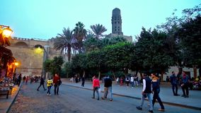 Evening spacer w Islamskim Kair, Egipt zbiory wideo
