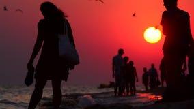 Evening spacer wzdłuż wybrzeża zbiory