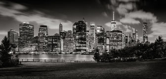Evening view of Lower Manhattan skyscrapers across Brooklyn Bridge Park in Black & White stock images