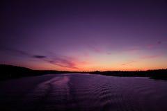 eventing从轮渡的瑞典冬天的美好,五颜六色的海景 免版税库存照片