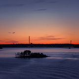 eventing从轮渡的瑞典冬天的美好,五颜六色的海景 免版税库存图片