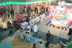 Evento caroling di notte di Natale nel centro commerciale Hong Kong di dominio Fotografia Stock Libera da Diritti