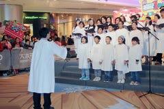 Evento caroling di notte di Natale nel centro commerciale Hong Kong di dominio Immagine Stock
