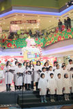 Evento caroling di notte di Natale nel centro commerciale Hong Kong di dominio Fotografie Stock