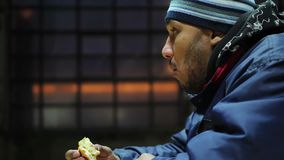 Evento da caridade Hamburguer saboroso mas gordo com fome antropófago e da apreciação Fast food filme