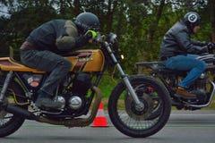 Evento da corrida do ciclo dos anos setenta, motociclistas dos anos 70 Fotografia de Stock