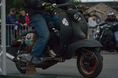 Evento da corrida do ciclo dos anos setenta, motociclistas dos anos 70 Fotos de Stock Royalty Free