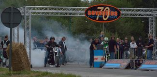 Evento da corrida do ciclo dos anos setenta, motociclistas dos anos 70 Foto de Stock Royalty Free
