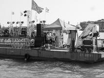 Evento de la protesta en Venecia en blanco y negro Imagen de archivo libre de regalías
