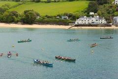 Evento del rowing de Gig Racing del piloto en Salcombe Devon England Reino Unido el domingo 31 de mayo de 2015 fotografía de archivo libre de regalías