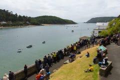 Evento del rowing de Gig Racing del piloto en Salcombe Devon England Reino Unido el domingo 31 de mayo de 2015 fotos de archivo