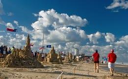 Evento della spiaggia il giorno pieno di sole Immagini Stock Libere da Diritti