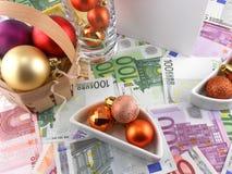 Evento di celebrazione del nuovo anno, carta da parati dei soldi, palle di natale Fotografia Stock
