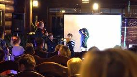 Evento di istruzione - presentando qualcosa gruppo di bambini all'evento educativo Kiev, Ucraina 10 05 2019 video d archivio