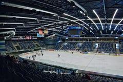 EVENTO DO ACESSO PÚBLICO! Chomutov, kraj de Ustecky, república checa - 7 de janeiro de 2017: interior da arena de múltiplos propó fotos de stock