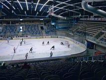 EVENTO DO ACESSO PÚBLICO! Chomutov, kraj de Ustecky, república checa - 7 de janeiro de 2017: interior da arena de múltiplos propó foto de stock royalty free