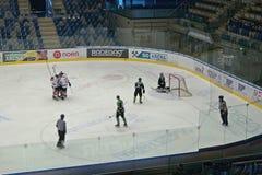 EVENTO DO ACESSO PÚBLICO! Chomutov, kraj de Ustecky, república checa - 7 de janeiro de 2017: interior da arena de múltiplos propó imagem de stock