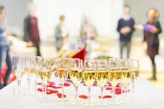 Evento do banquete Champagne na tabela Foto de Stock Royalty Free