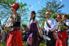 Evento tradicional de Manau de la tribu de Kachin para adorar a dios y para desear al rey de Tailandia Imagenes de archivo