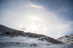 Eventos del tiempo de Galo en las montañas del Cáucaso en invierno Fotografía de archivo