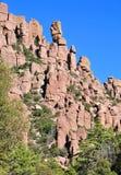 In evenwicht brengende Rotsen en Ongeluksboden van de Chiricahua-bergen van Chiricahua Apaches stock foto