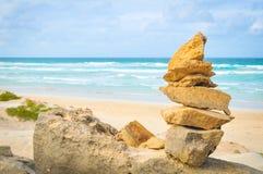 Evenwichtig het levensconcept met rotsen Stock Afbeeldingen