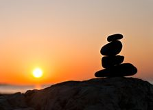 Evenwichtige rotsen bij zonsopgang Stock Foto