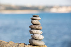 Evenwichtige stenenstapel Stock Afbeeldingen
