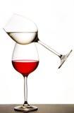 Evenwichtige wijnglazen Stock Afbeeldingen