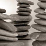 Evenwichtige zen stenen Stock Afbeeldingen