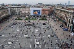 Ever-crowded Piazza del Duomo στο Μιλάνο Στοκ φωτογραφία με δικαίωμα ελεύθερης χρήσης