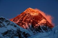 Everest dans le coucher du soleil Photos stock