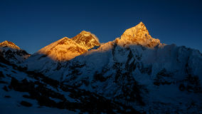 Everest dans le coucher du soleil Photo stock