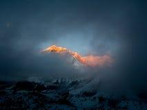 Everest dans le coucher du soleil Photo libre de droits