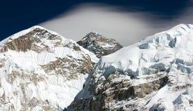 Everest de manière au camp de base d'everest avec le nuage - vallée de khumbu - Neepal Photo stock