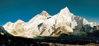 Everest en Nuptse stock afbeeldingen