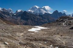 Everest en Nuptse-bergpiek bij Renjo-de pas van La, Everest regio Royalty-vrije Stock Afbeeldingen