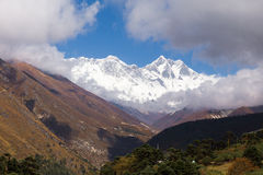 Everest Lhotse Nuptse mountains peaks ridge view, Tengboche vill Royalty Free Stock Photos