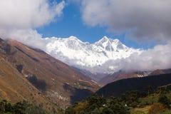 Everest Lhotse Nuptse mountains peaks ridge view, Tengboche vill Royalty Free Stock Photos