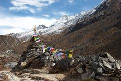 everest marque le vieux stupa de région de prière du Népal Images libres de droits