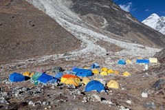 EVEREST PODSTAWOWY obóz TREK/NEPAL - PAŹDZIERNIK 25, 2015 obraz stock