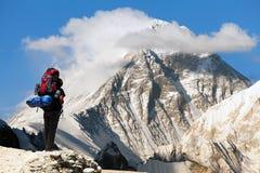 Everest van Gokyo ri met toerist stock afbeeldingen