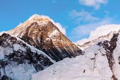 Everest vanaf Kalapathar-bovenkanten in het avond licht Stock Afbeeldingen