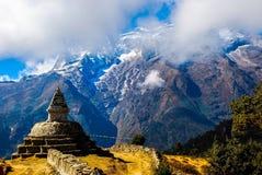 EverestBaseCamp treksikt, nära NamcheBazaar, Nepal Arkivbilder