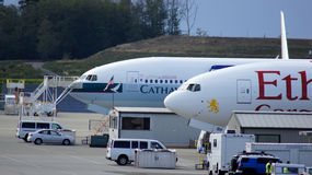 EVERETT, STATO DEL WASHINGTON, U.S.A. - 10 OTTOBRE 2014: Una produzione di 787 Dreamliners, di 777, di 747 e di altri aeroplani e Immagine Stock Libera da Diritti