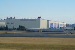 EVERETT, WASHINGTON, DE V.S. - 26 JANUARI, 2017: De Nieuwe Livrei van Boeing ` s die op Hangaardeuren wordt getoond van Everett B Stock Foto's