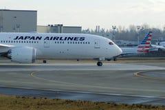 EVERETT, WASHINGTON, Etats-Unis - 26 janvier 2017 : Japan Airlines tout neuf Boeing 787-9 MSN 34843, doublure de l'enregistrement Photo libre de droits