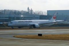 EVERETT, WASHINGTON, Etats-Unis - 26 janvier 2017 : Japan Airlines tout neuf Boeing 787-9 MSN 34843, doublure de l'enregistrement Photographie stock libre de droits