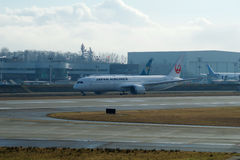 EVERETT, WASHINGTON, Etats-Unis - 26 janvier 2017 : Japan Airlines tout neuf Boeing 787-9 MSN 34843, doublure de l'enregistrement Images libres de droits