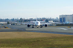 EVERETT, WASHINGTON, Etats-Unis - 26 janvier 2017 : Japan Airlines tout neuf Boeing 787-9 MSN 34843, doublure de l'enregistrement Images stock
